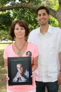 1505 Alfonso Garcia DLA and liver transplant recipient with Connie Mays, holding picture of son and donor, George Becker